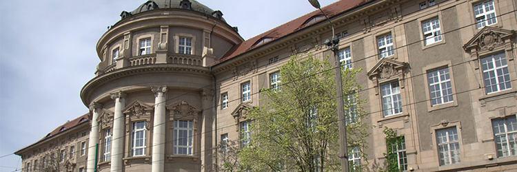 Poznan Tıp Üniversitesi (PUMS)